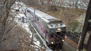 Franklin commuter rail approaching the Main St bridge