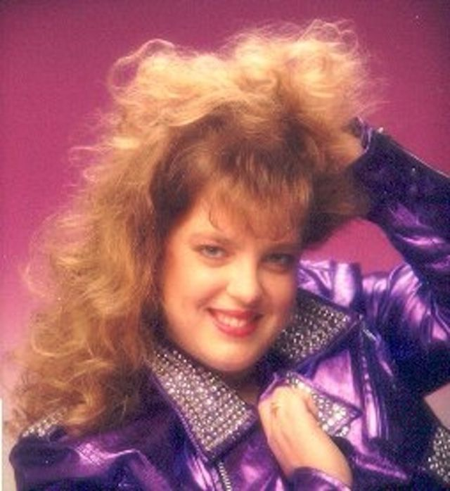 When Glamour Shots Gone Wrong 35 Hilarious Studio Portrait Photos