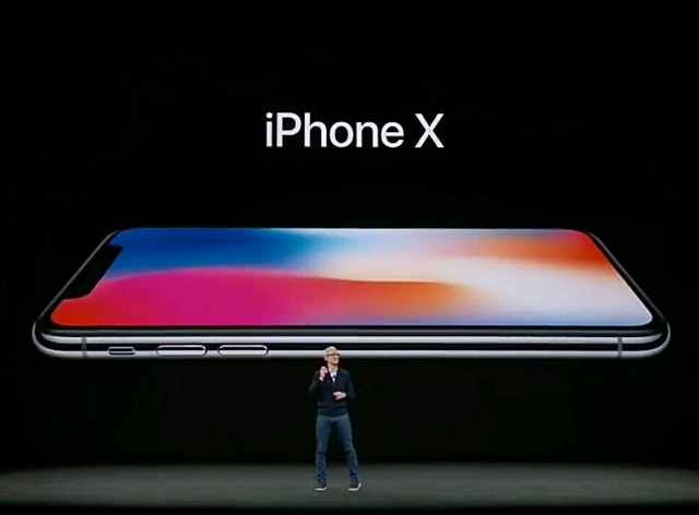 Launching iPhone X oleh Tim Cook