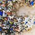 Artista recortou 800 borboletas de papel em memória de sua avó