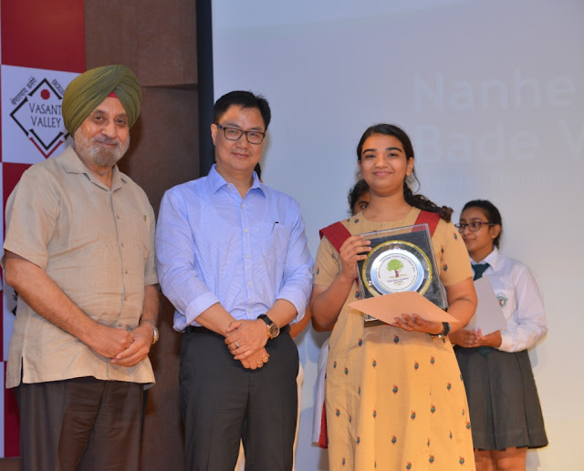MoS for Home Affairs, Shri Kiran Rijiju with the runner up of the 3rd National School Essay Contest- Saumya Sharma, Mayo Girls School, Ajmer