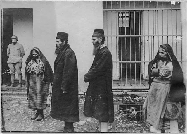 In the streets of Monastir (Bitola) (February 1917). Popes and women arrested as spies and arrived in prison