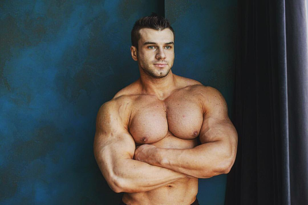 the beauty of male muscle: Dmitriy
