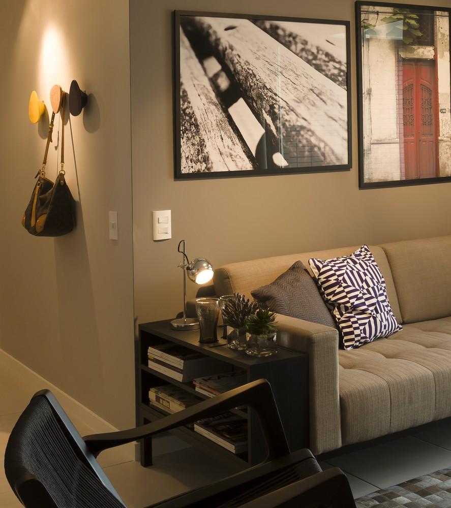 d couvrir l 39 endroit du d cor jolie association de couleurs gris beige noir et autres. Black Bedroom Furniture Sets. Home Design Ideas