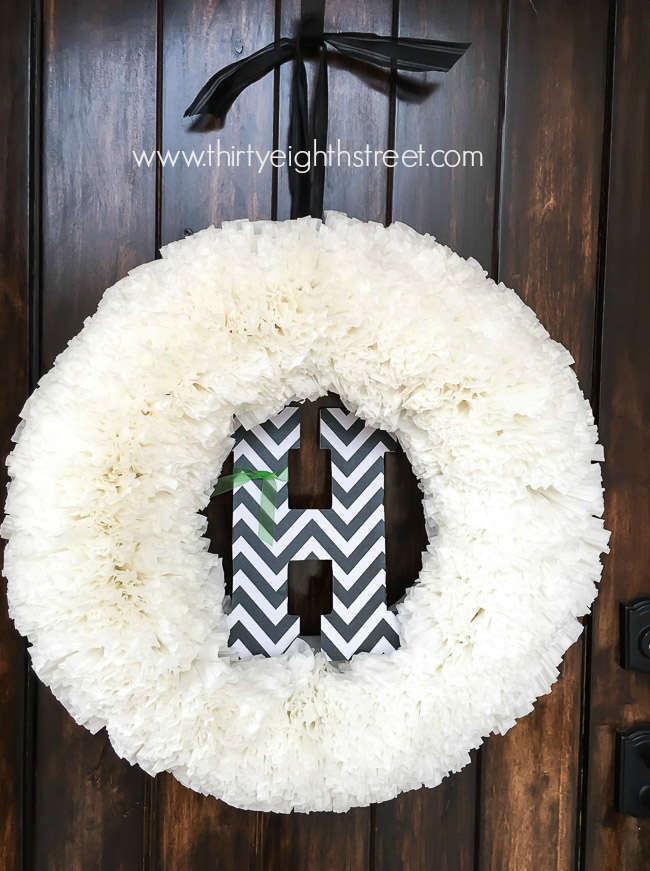 holiday wreaths, front door wreaths, wreath decor, christmas decor, christmas decorations, outdoor christmas decor, christmas home decor