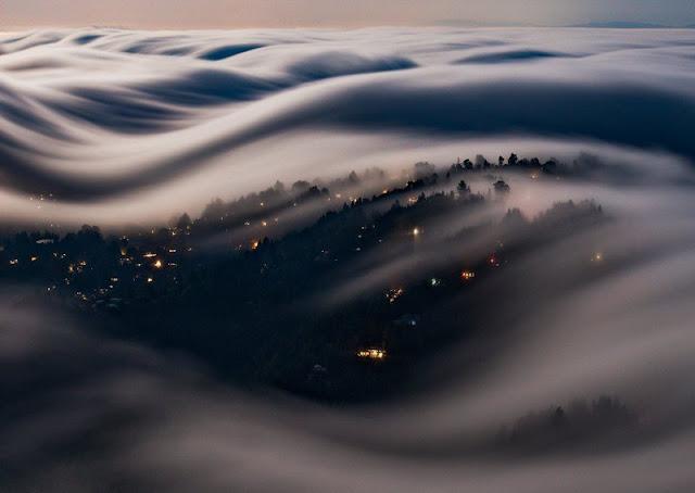 Olas de niebla en sorprendentes fotografías de larga exposición