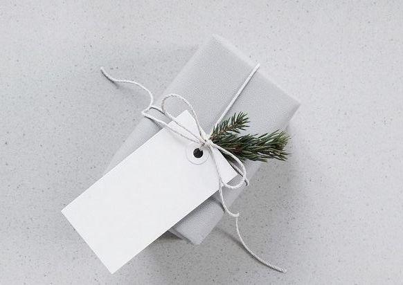 minimal gift wrapping
