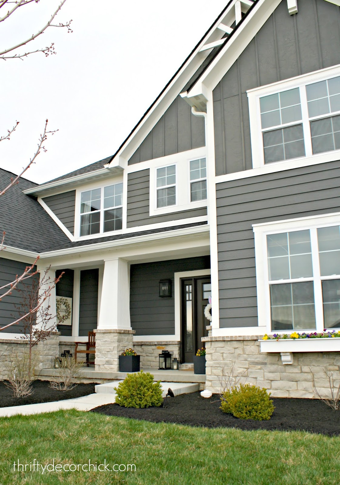Modern Craftsman home exterior porch