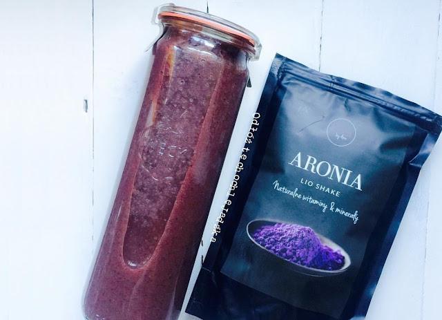 http://zielonekoktajle.blogspot.com/2016/12/aronia-w-proszku-nektarynka-banan.html