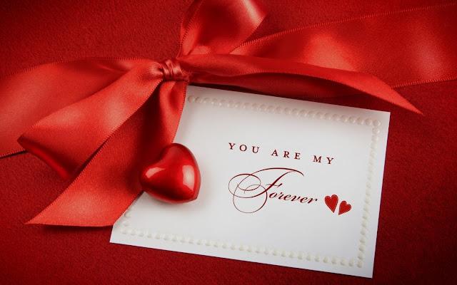 Rode liefdes achtergrond van stof met een briefje