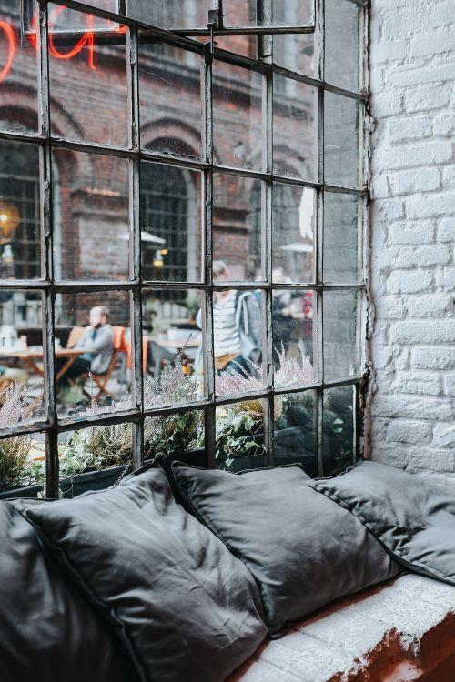 Stare duże okna