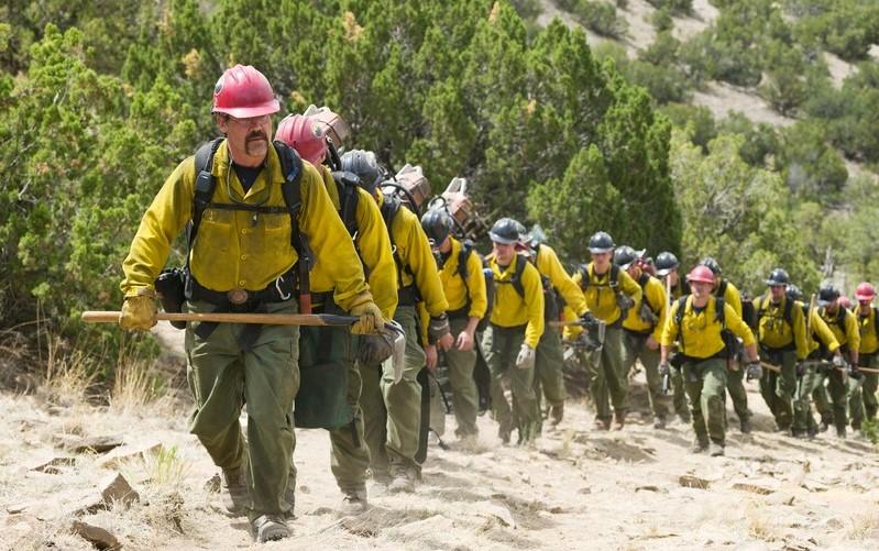 """Josh Brolin lidera uma equipe de bombeiros no trailer de """"Only the Brave"""""""