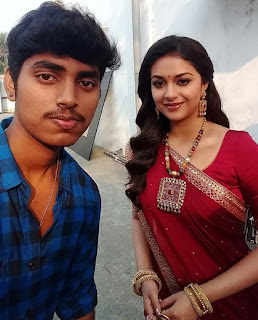 Keerthy Suresh in Red Saree with Cute and Awesome Lovely Smile with a Lucky Fan Selfie