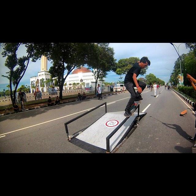 Menikmati Olahraga Skateboard  di Car Free Day