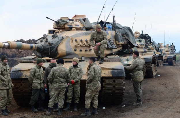 WSJ: Η Τουρκία ζητάει «μεγάλη» στρατιωτική βοήθεια από τις ΗΠΑ για τη μάχη στη Συρία