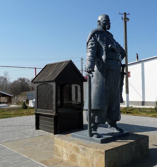 Петриковка. Памятник Петру Калнышевскому возле трассы Р-52