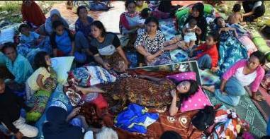 Sedih, Setelah Gempa Besar Di Palu Wanita Ini Harus Tewas Karena Melahirkan di Tenda Pengungsian Gempa