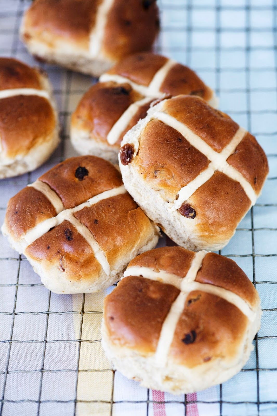 Hot Cross Buns With California Raisins