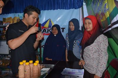 Meninjau Stand Expo Pasar Rakyat Trenggalek 2016, Bupati Trenggalek Sangat Bangga Punya Banyak Produk Unggulan