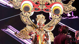 Busana barong Indonesia 2015 mengahantarkan anin masuk ke babak 15 besar Miss Universe 2015
