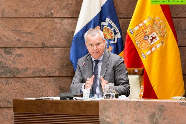 El consejero Franquis informa al Parlamento que el Gobierno ha agilizado el pago de 43 millones de euros a las compañías de transporte canarias para reactivarlas tras la crisis
