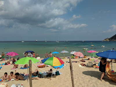 Biodola beach - filled up by mid morning.
