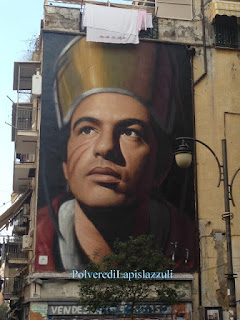 Murales con il volto di san Gennaro vicino alla chiesa di San Giorgio Maggiore