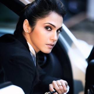 Isha Koppikar hot movies, daughter, husband, wedding, bikini, actress, marriage, film list, date of birth
