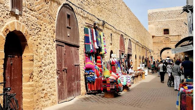 Sklepiki z lokalnymi produktami, Essaouira, Maroko