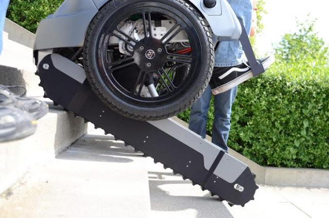 Inventan increíble silla de ruedas que puede subir escaleras
