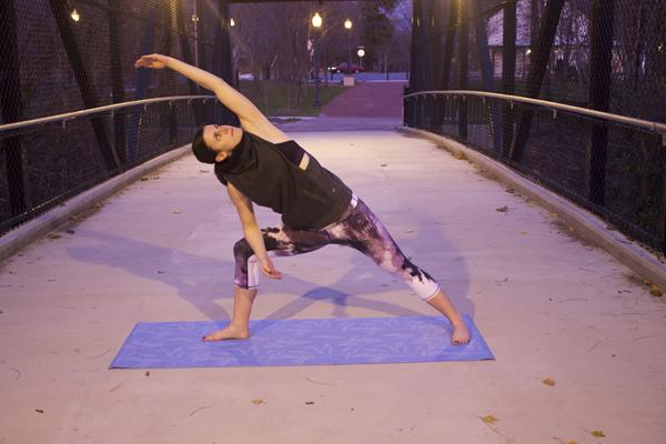 Side angle pose, Chaturanga, yoga, yogi, namaste, om, yoga poses, chaturanga pose, Alo Yoga, Airbrush leggings, sports bra, yoga wear, yoga clothing