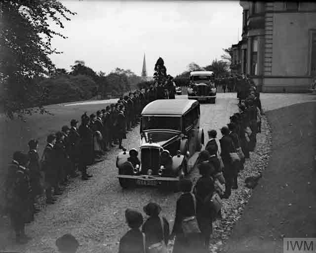 HRH the Duchess of Kent departs from WRNS headquarters in Greenock, 15 October 1941 worldwartwo.filminspector.com