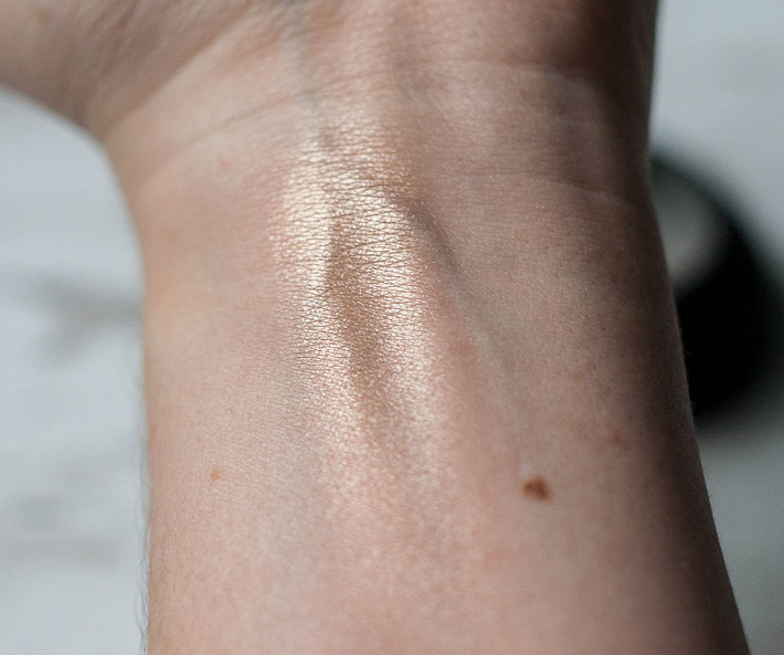 Beauty: BE Creative Mirage baked highlighter review