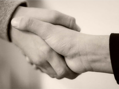 Bersalaman dengan Wanita, Haramkah?