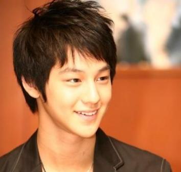 Potongan Rambut Pria Korea Pendek