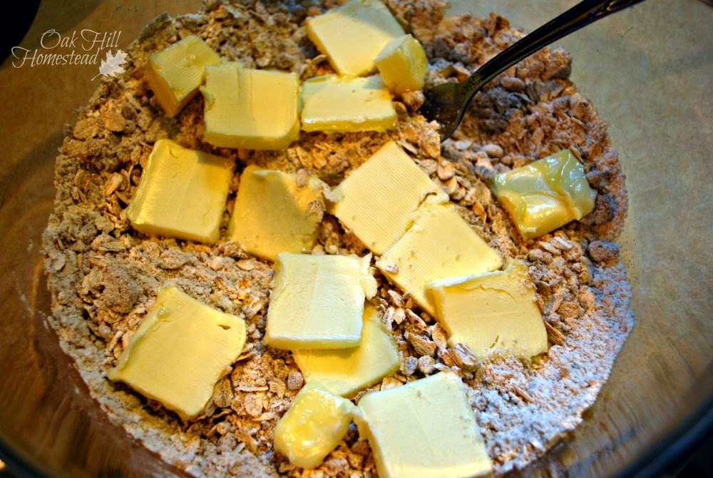 Jam bars, cut the butter into the crust.