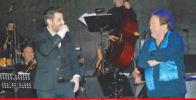 O τραγουδιστής που 《λύγισε》 επί σκηνής τον Γιάννη Πάριο ➤➕〝📹ΒΙΝΤΕΟ〞