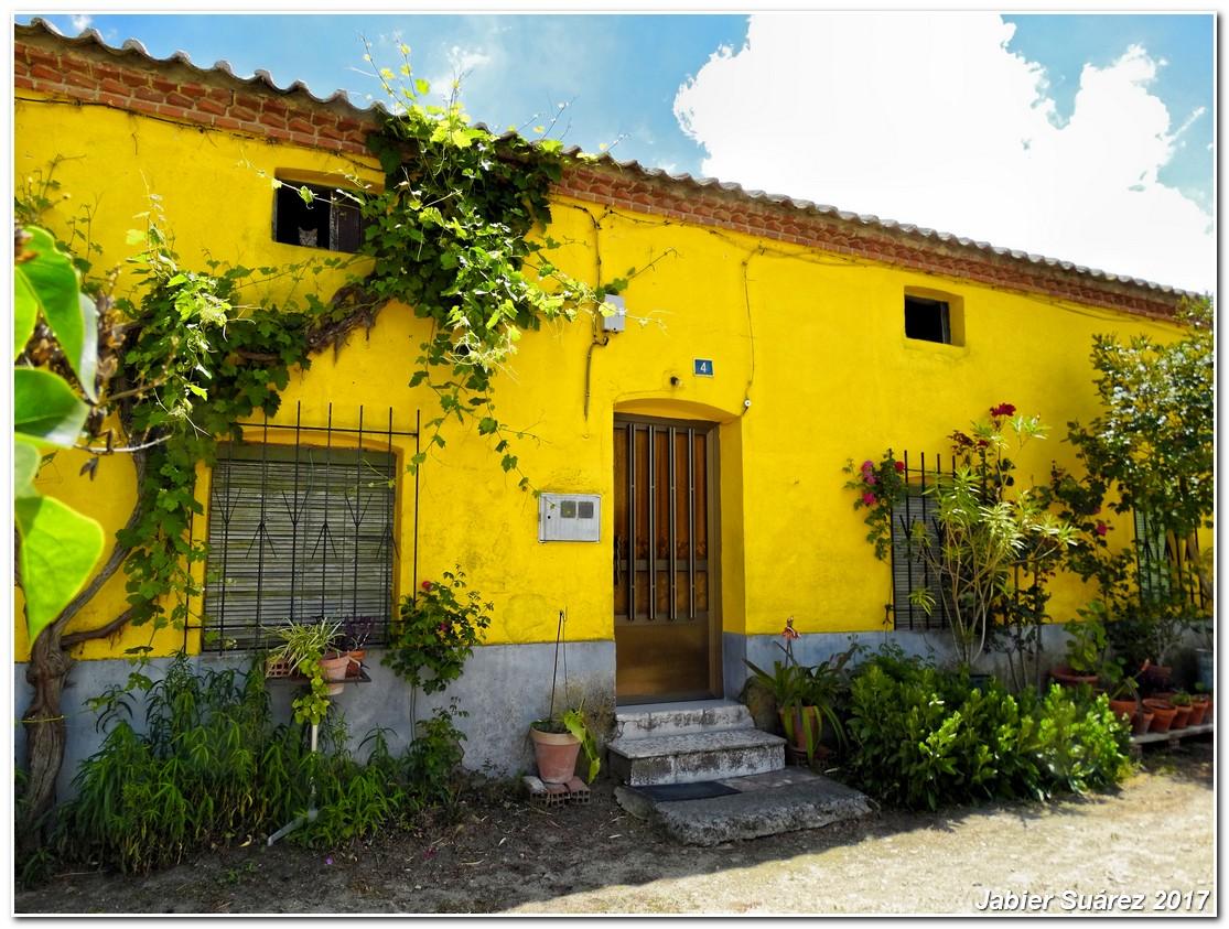 Decay art and urbex la casa amarilla for La casa amarilla banos