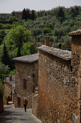 Exploring Montalcino backroads