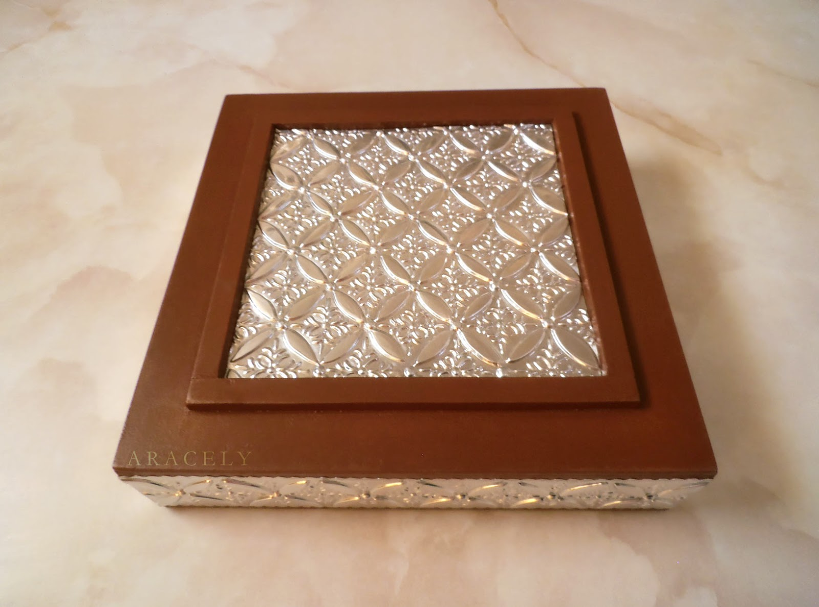 caja madera repujado aluminio