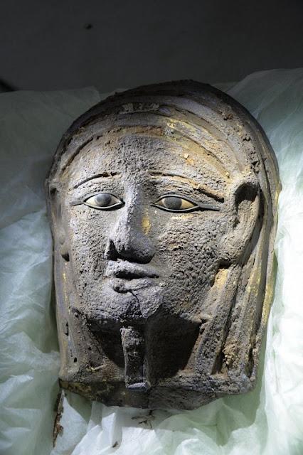 Ανακαλύφθηκε στην Αίγυπτο ασημένια μάσκα μούμιας αρχαιοελληνικής τεχνοτροπίας