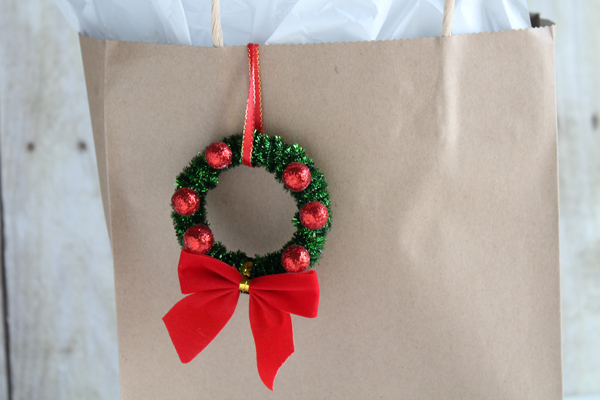 How to make mini Christmas wreaths with pipe cleaners and shower curtain rings from Dollar Tree