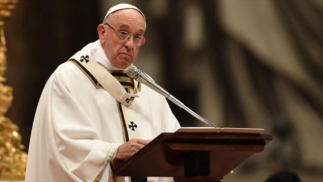 Papa Francisco lamenta apatía ante plaga de niños refugiados