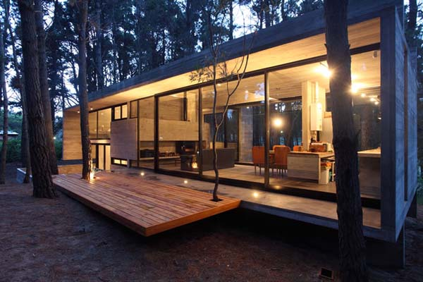 Hogares frescos incre ble casa de concreto y vidrio en un for Casa minimalista bosque