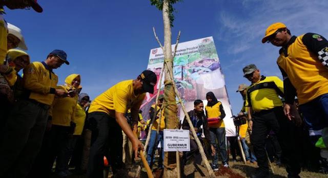Sukseskan Revolusi Hijau Paman Birin Gagas ASN Adopsi Pohon
