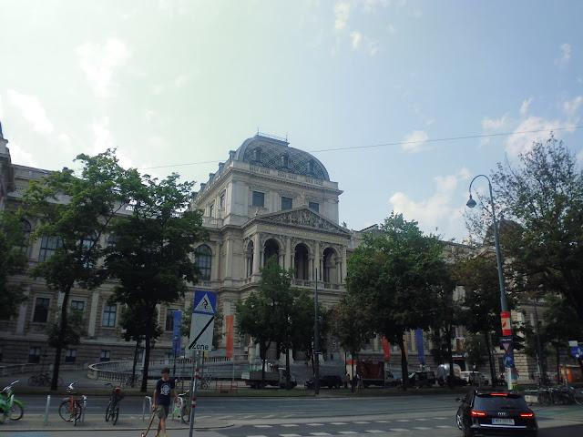 La Universidad de Viena (Universität Wien) (@mibaulviajero)