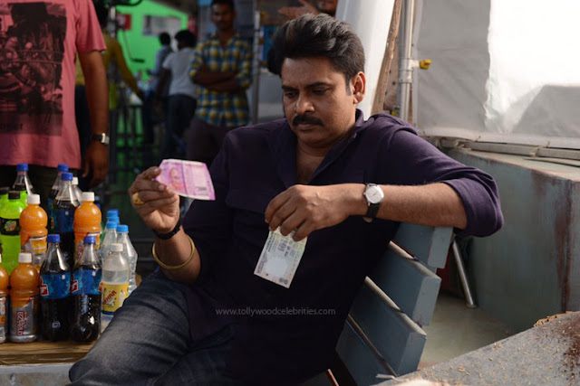 Pawan Kalyan To Check New Currency Notes