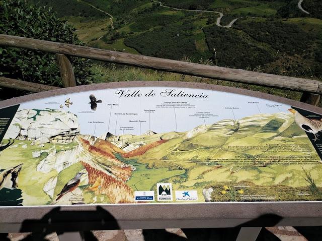 Panel indicador en el Mirador del Lago de la Cueva