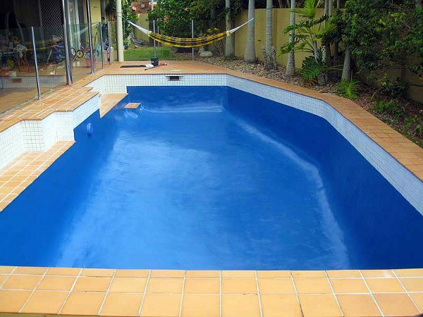 Colors of paint for swimming pools 4