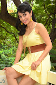 Manisha Kelkar sizzling in Yellow-thumbnail-3